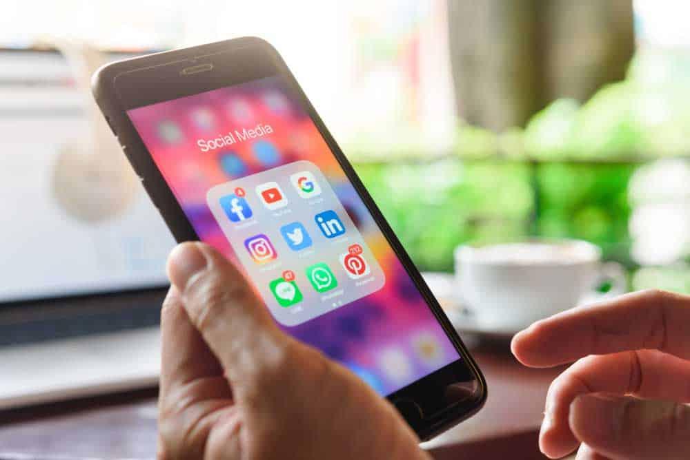خصص نغمة رنين هاتفك والإشعارات بهذه الخطوات البسيطة