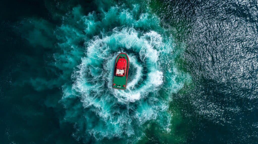 بالاحتراق الداخلي: كيف يعمل محرك السفينة؟